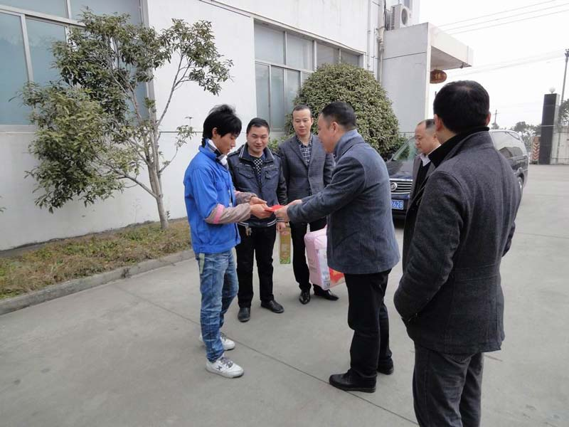 Leaders of Yueqing Federation of trade unions convey our condolences to our staff